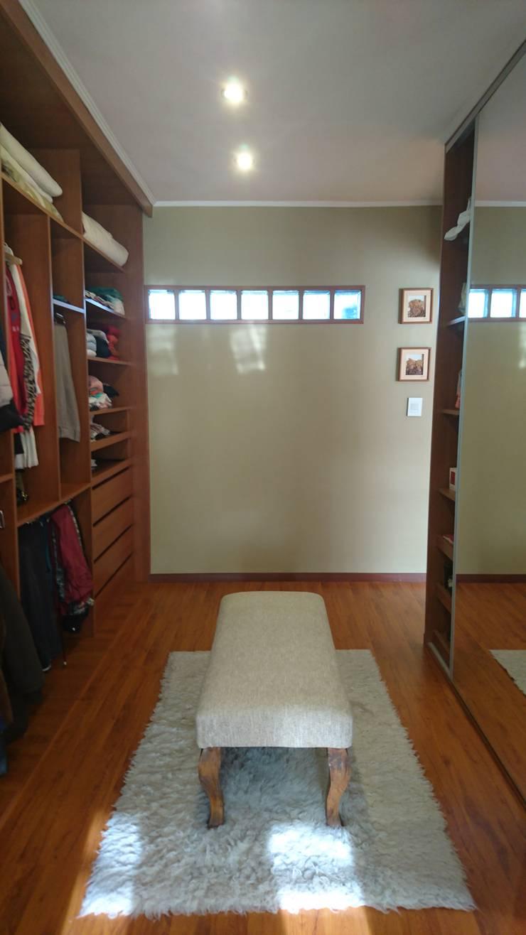 Vestidor de Dormitorio en Suite: Dormitorios de estilo  por Himis, Habis y Haim,