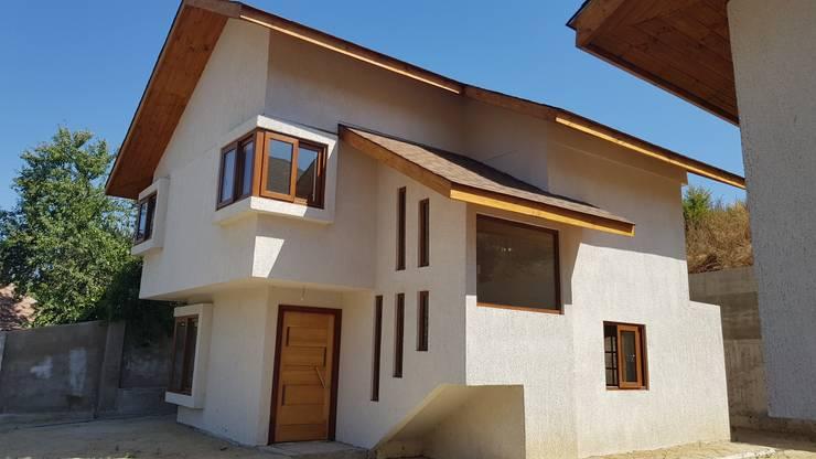 Acceso a la vivienda: Casas unifamiliares de estilo  por Andes Arquitectura & Construcción