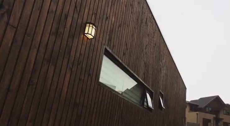 Fachadas: Casas unifamiliares de estilo  por corner