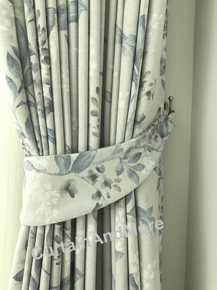 สายรวบม่าน curtain tieback:  ห้องทานข้าว by CurtainAndMore