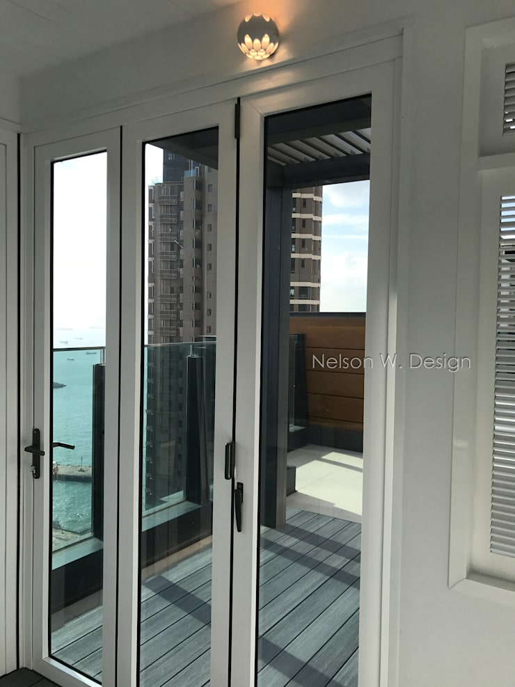 Rooftop Terrace | Kennedy Town | Hong Kong:  Roof by Nelson W Design