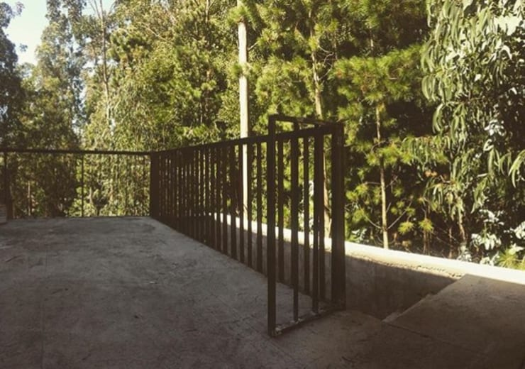 Estructuras de Acero: Terrazas  de estilo  por corner
