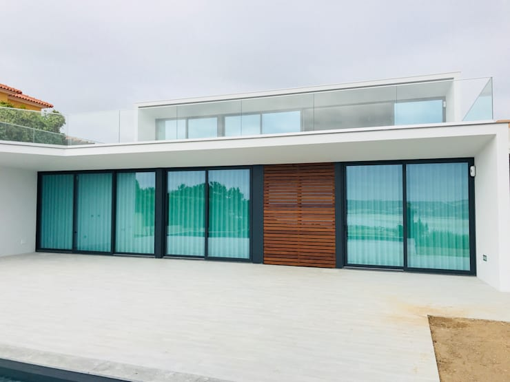 Casa na Lagoa:   por TOPcasas Construction Management Portugal