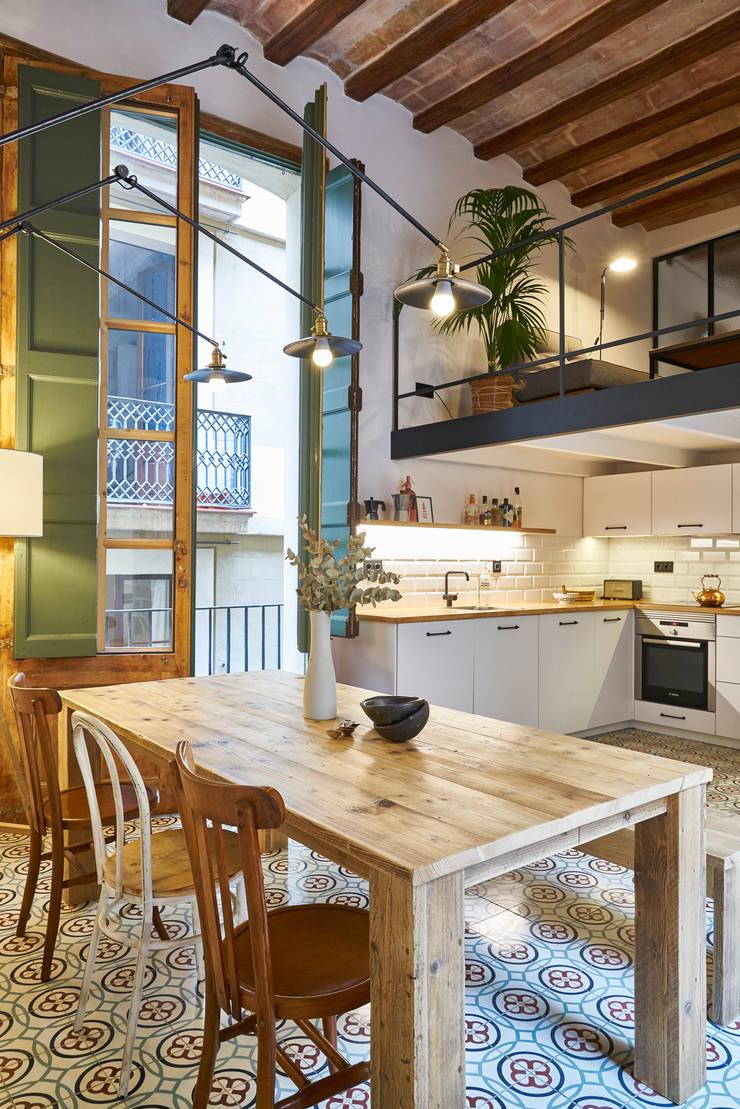 PISO ROSIC: Cocinas de estilo  de Bloomint design,