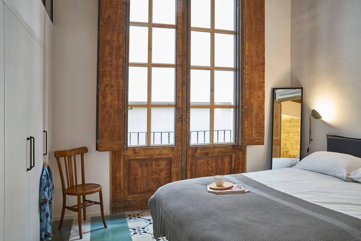 PISO ROSIC: Dormitorios de estilo  de Bloomint design,