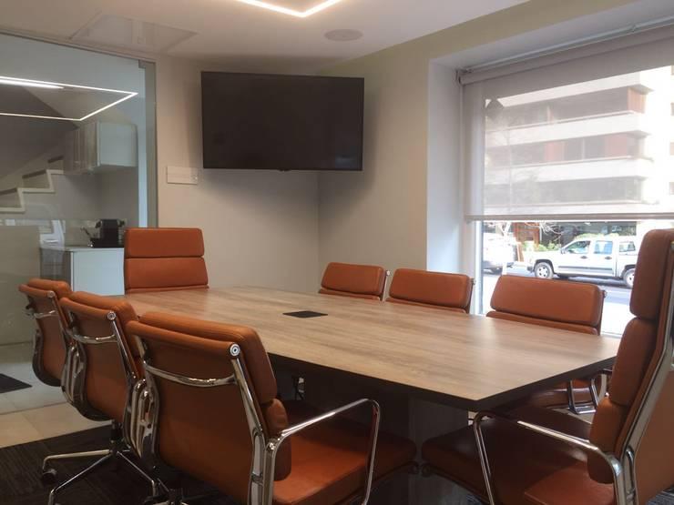 sala de reuniones: Oficinas y Comercios de estilo  por Kaa Interior