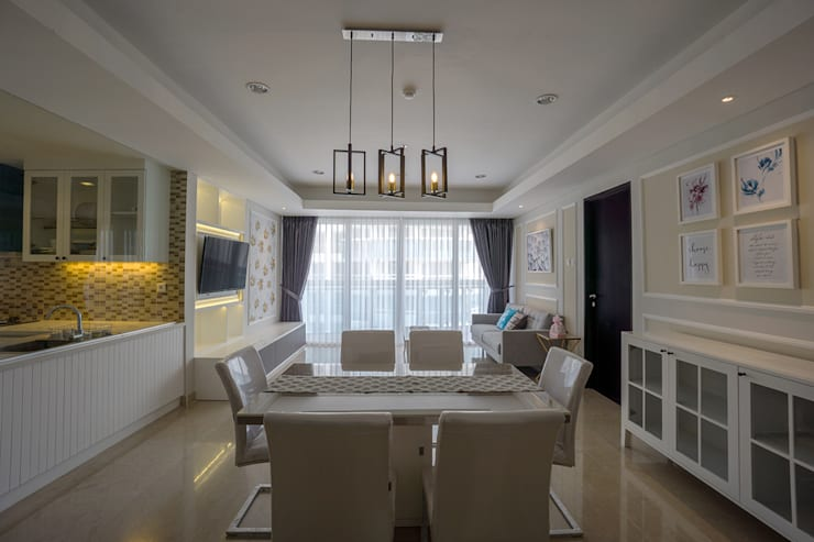 Dining room by Urbano Livings