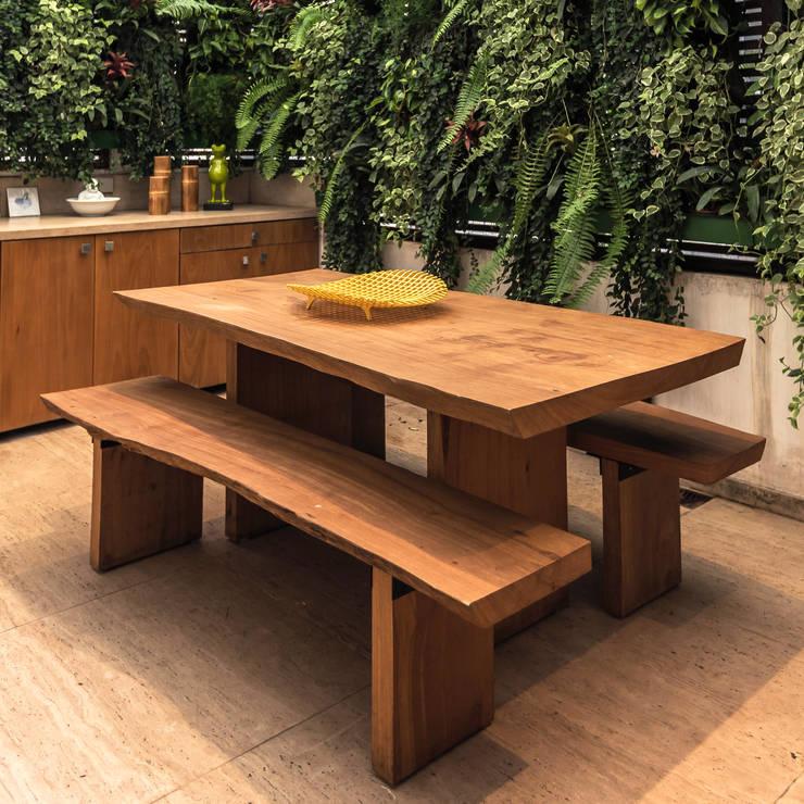 Mesa de Jantar Rústica com pés em madeira: Sala de jantar  por ArboREAL Móveis