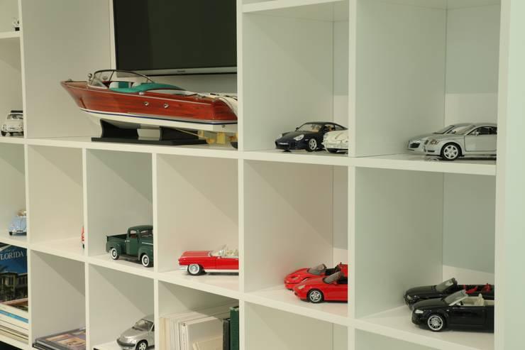 Living room by Moderestilo - Cozinhas e equipamentos Lda,