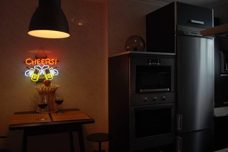 Cocina despues:  de estilo  de Home Staging Bizkaia