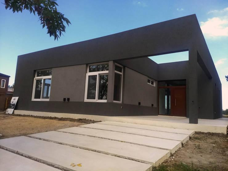Final de Obra - Ingreso Peatonal: Casas de estilo  por KorteSa arquitectura,