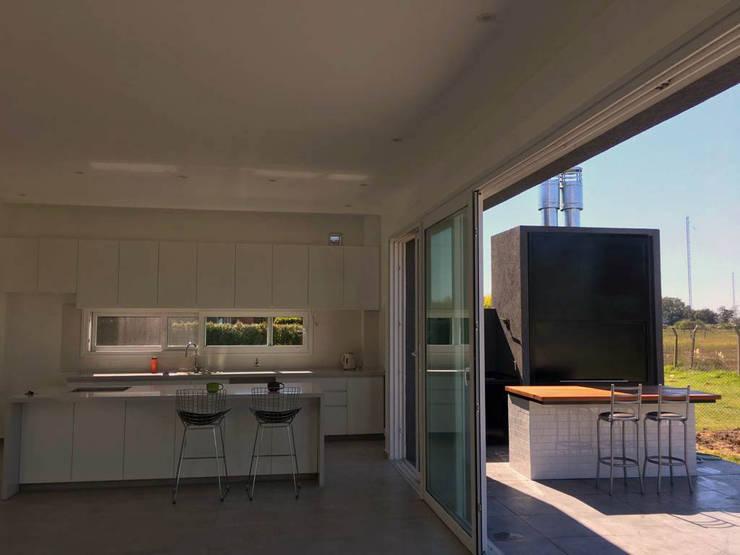 Final de Obra - Cocina: Cocinas a medida  de estilo  por KorteSa arquitectura,