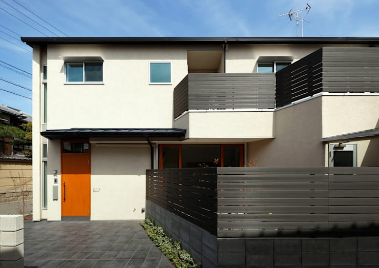 中庭のある無垢な珪藻土の家: atelier mが手掛けた木造住宅です。,北欧