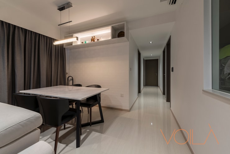 27 Anchorvale Crescent, Bellewaters:  Corridor, hallway by VOILÀ Pte Ltd,Modern