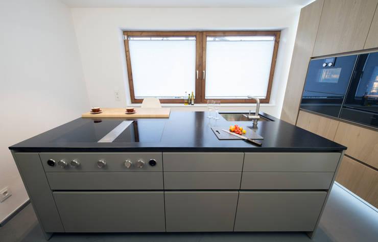 Küche Eiche sägerauh trifft auf Beton Ciré Boden von Schmid ...