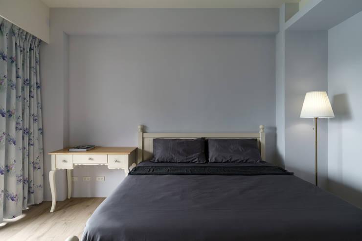 Residence | Pingtung 萬吉 孫宅:  臥室 by E&K宜客設計