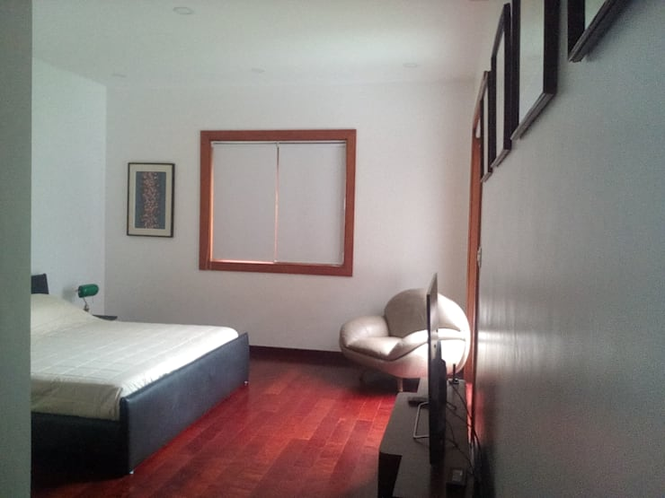 Modern Minimalist Design: minimalistic Bedroom by E V Design + Architects