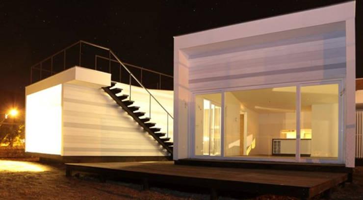 Fachada: Casas unifamiliares de estilo  por MAC SPA