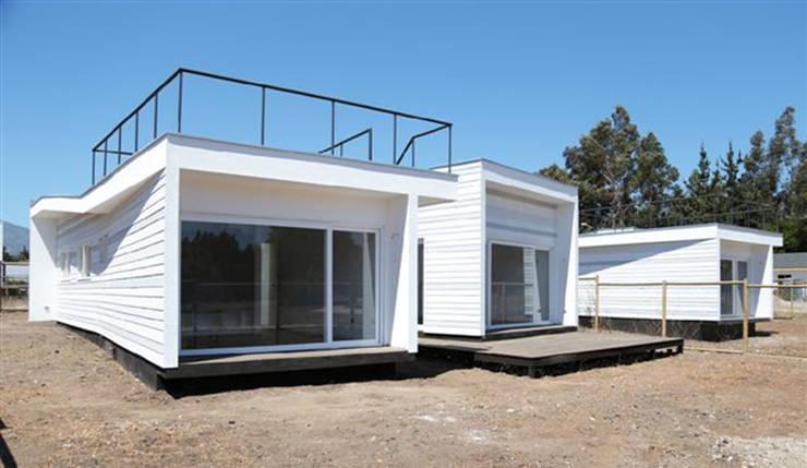 Fachada: Casas de estilo mediterraneo por MAC SPA