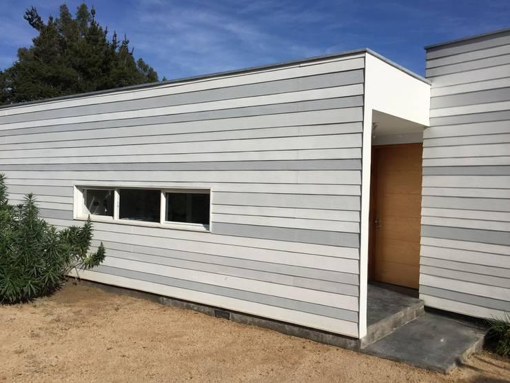 Vista acceso: Casas unifamiliares de estilo  por MAC SPA