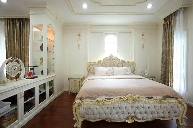 ห้องนอน:  ตกแต่งภายใน by Sweethouseclass Co.,Ltd.