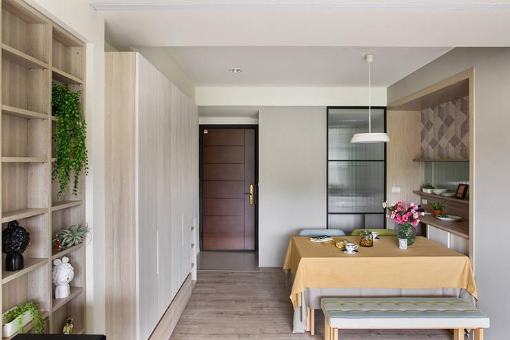 餐廳:  走廊 & 玄關 by 達譽設計