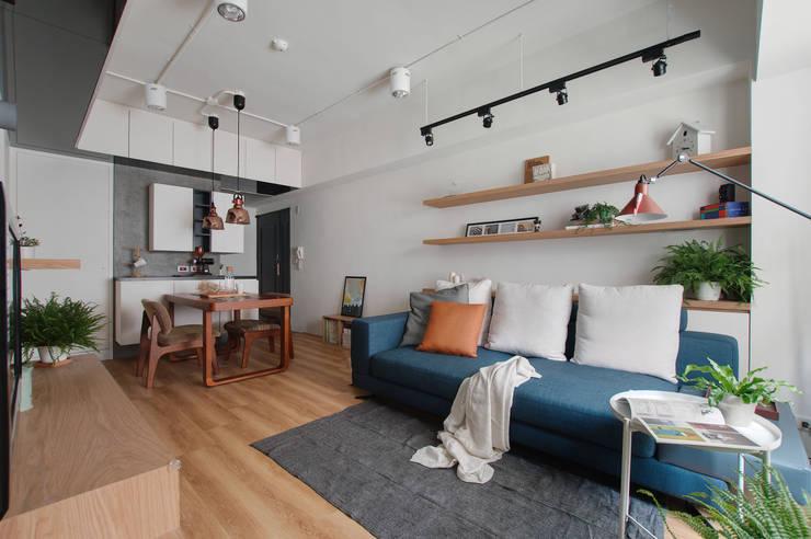 邁向建築:  客廳 by 御見設計企業有限公司