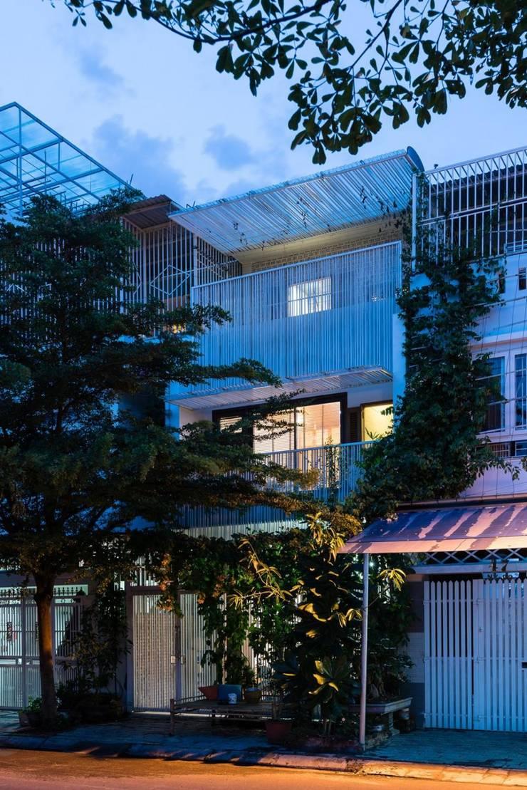 Nhà cho nhiều gia đình by Công ty thiết kế xây dựng Song Phát