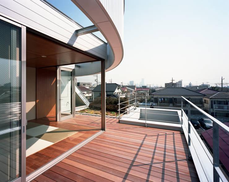 コーナーガーデンの家: 西島正樹/プライム一級建築士事務所 が手掛けたテラス・ベランダです。