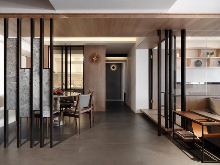 Corridor & hallway by 御見設計企業有限公司