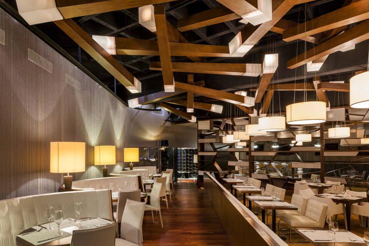 vista del restaurante: Comedores de estilo  por studio arquitectura   Despacho de arquitectos   Cancún