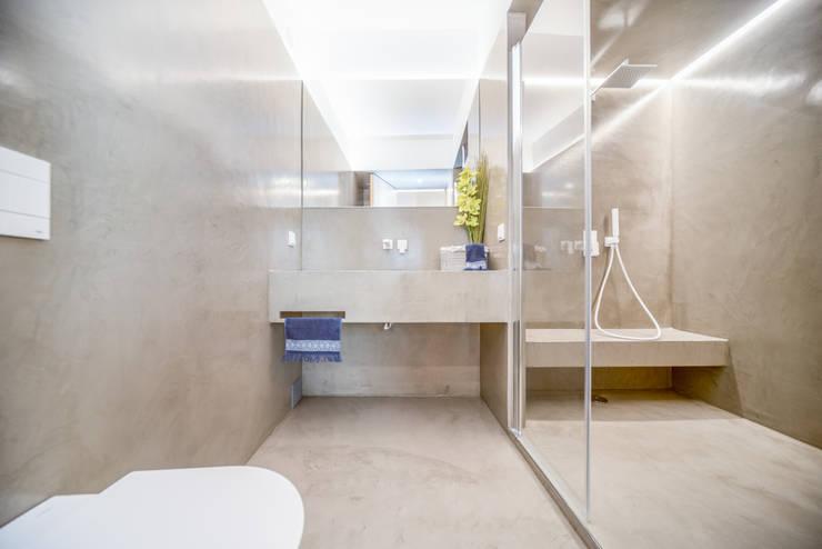 Apartamento T3 Graça - Lisboa: Casas de banho  por EU LISBOA