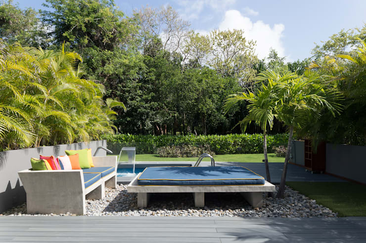 proyecto a-8: Terrazas de estilo  por studio arquitectura   Despacho de arquitectos   Cancún