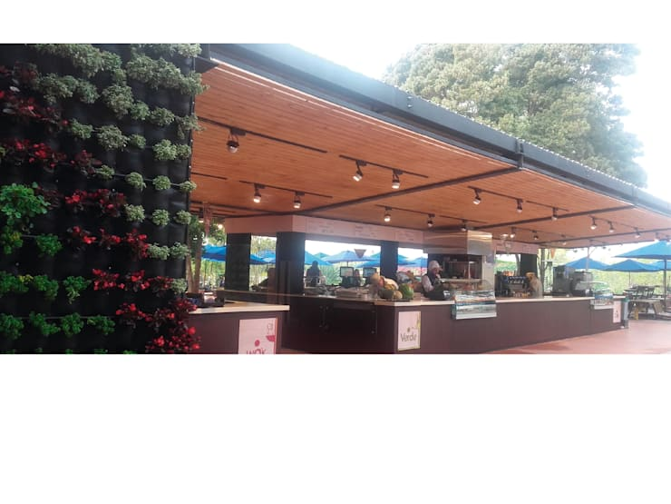 RESTAURANTE PUNTO VERDE – UNIVERSIDAD DE LA SABANA: Oficinas y tiendas de estilo  por Corte Verde SAS