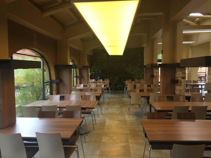 RESTAURANTE EL MESON – UNIVERSIDAD DE LA SABANA: Comedores de estilo colonial por Corte Verde SAS