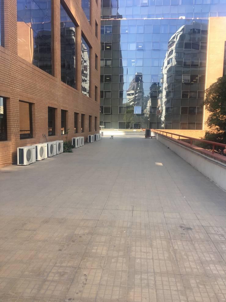 ANTES Terraza Oficina Forum :  de estilo  por Kaa Interior | Arquitectura de Interior | Santiago