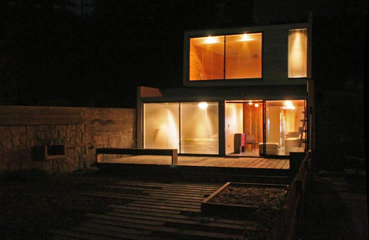 Casa Pazols: Terrazas  de estilo  por m2 estudio arquitectos - Santiago