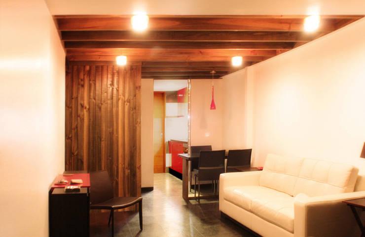 Casa Pazols: Livings de estilo  por m2 estudio arquitectos - Santiago