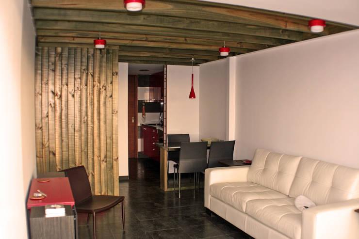 Casa Pazols: Livings de estilo moderno por m2 estudio arquitectos