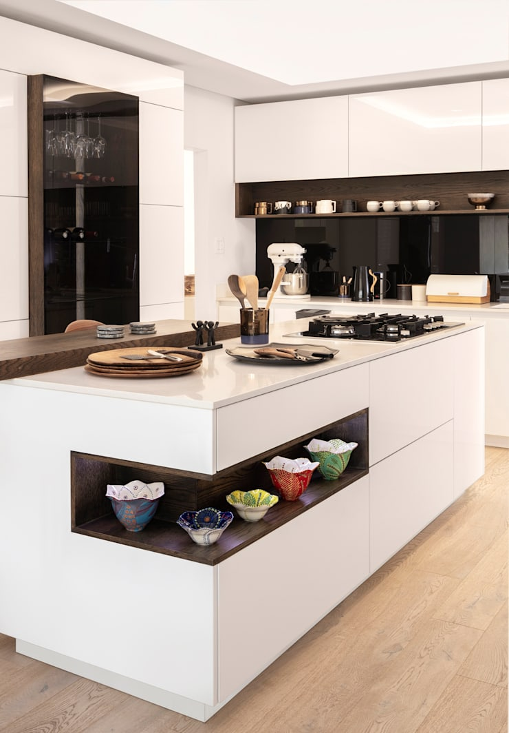 Modern Kitchen:  Built-in kitchens by Deborah Garth Interior Design International (Pty)Ltd, Modern Quartz