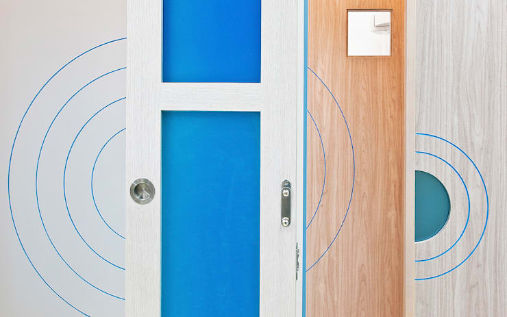 """ฺ'By the Sea"""" dental clinic:   by Pilaster Studio Design"""