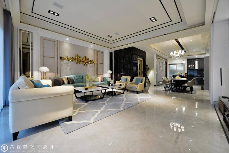 住盛不動產/天鑽V-金迷風尚:  客廳 by SING萬寶隆空間設計