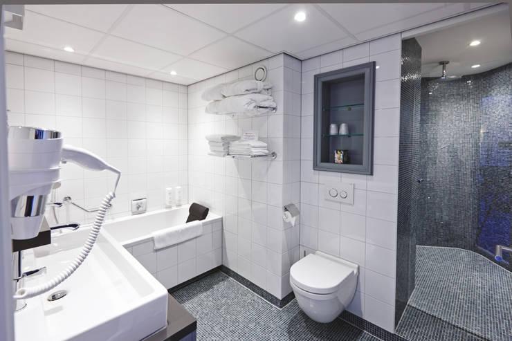 Cleopatra ligbad in hotel Efteling:  Badkamer door Cleopatra BV, Minimalistisch