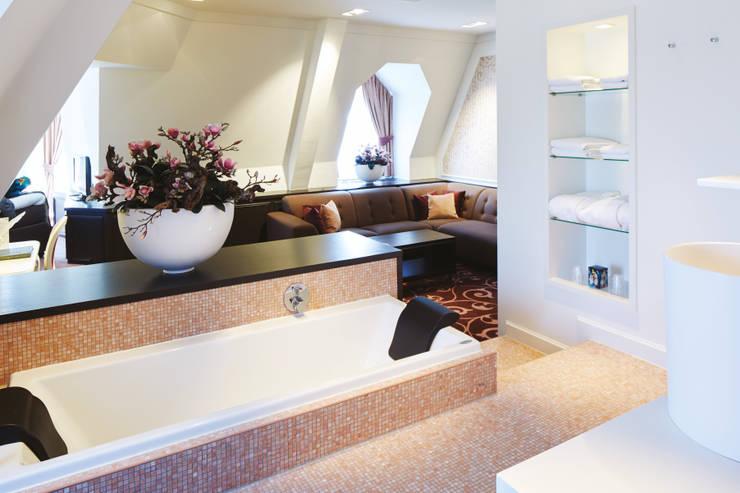 Cleopatra ligbad in hotel Efteling:  Badkamer door Cleopatra BV, Klassiek
