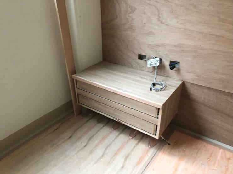 室內裝修施工:  臥室 by 艾莉森 空間設計
