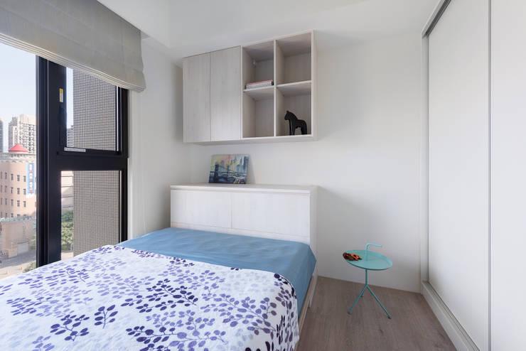 H residence:  臥室 by Fu design