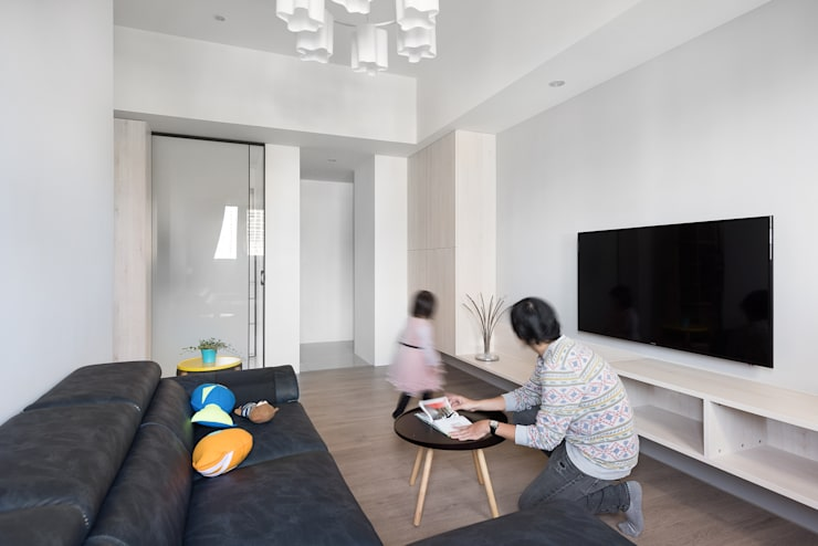 H residence:  客廳 by Fu design