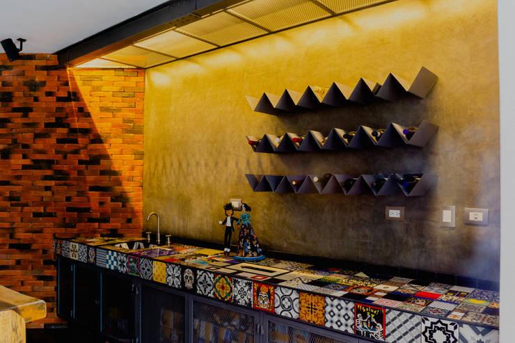 Ruang Penyimpanan Wine/Anggur Modern Oleh GRUPO VOLTA Modern Beton