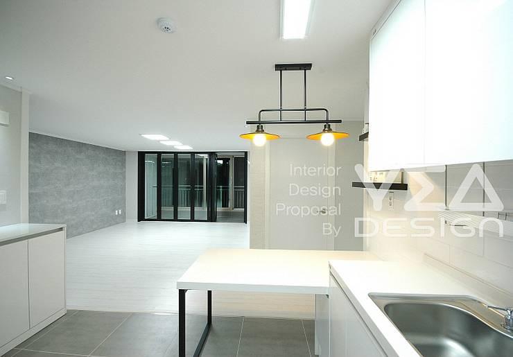깨끗하고 환한 주방만들기: 예아디자인   [주]디자인그룹예아의  다이닝 룸,