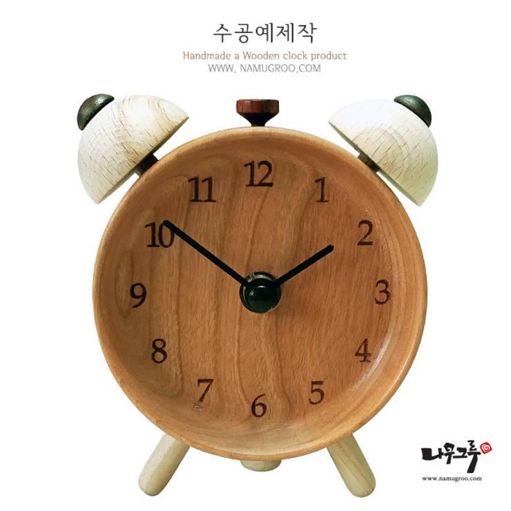 모던빈티지 수공예 원목 시계: 나무그루의  가정 용품
